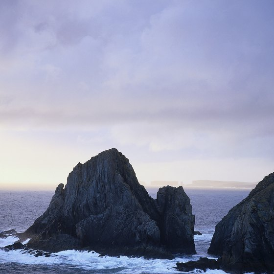 Islands north of Scotland have rocky coastlines.