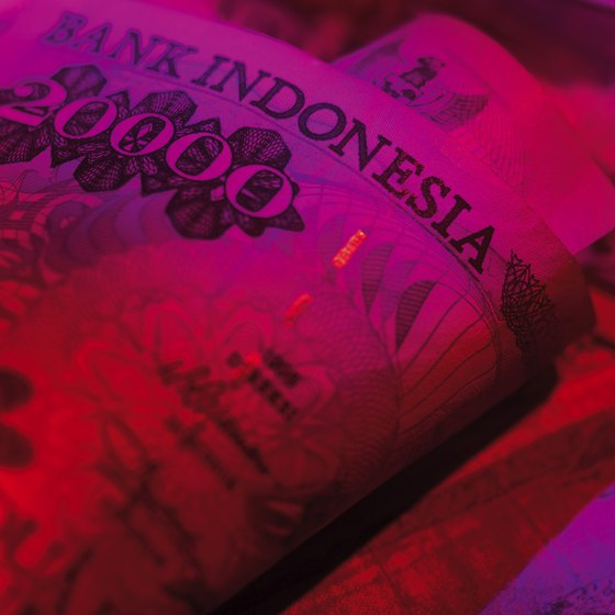 Bali's banks use ultraviolet light to check for counterfeit bills.