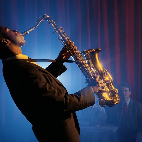While in New York, enjoy a jazz session until the early hours of the morning.