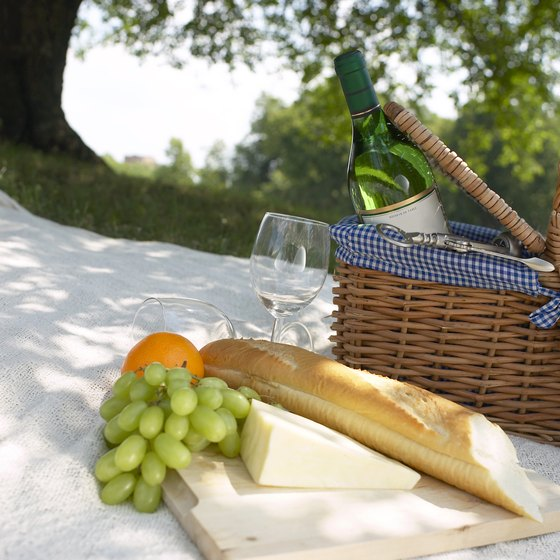 Have a picnic dinner on Sunday night in New Port Richey.
