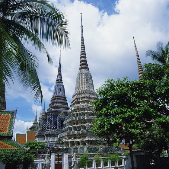 Visit the temples of Thailand relatively inexpensively thanks to an exchange rate in favor of the U.S. dollar.