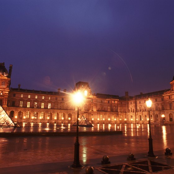 Parisian tourist destinations like the Louvre Museum often attract thieves.