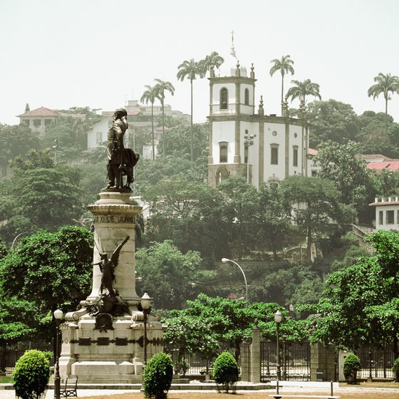Some South American tours emphasize art and architecture.