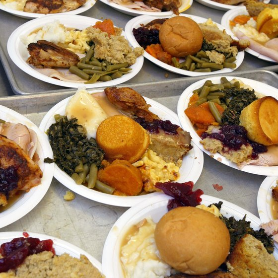 Chicago food banks need volunteers to help serve Thanksgiving meals.