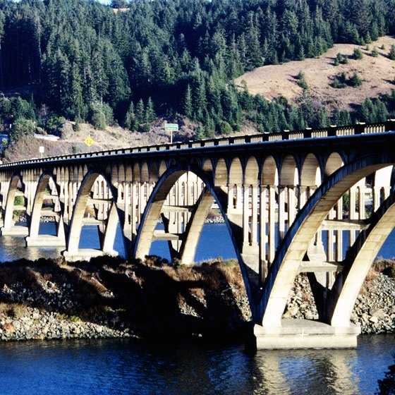 Visitors can take a leisurely, romantic drive along the Rogue River.