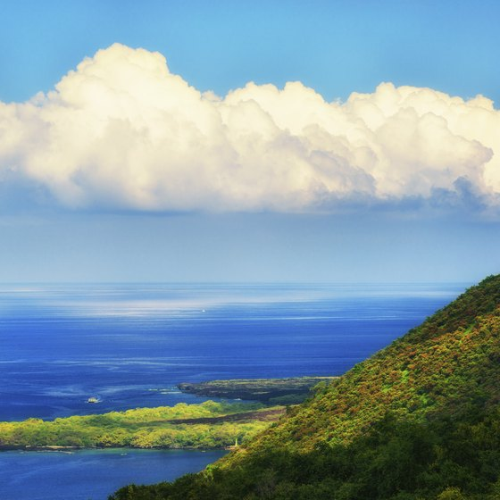 Hiking to the Captain Cook Monument in Hawaii | USA Today on