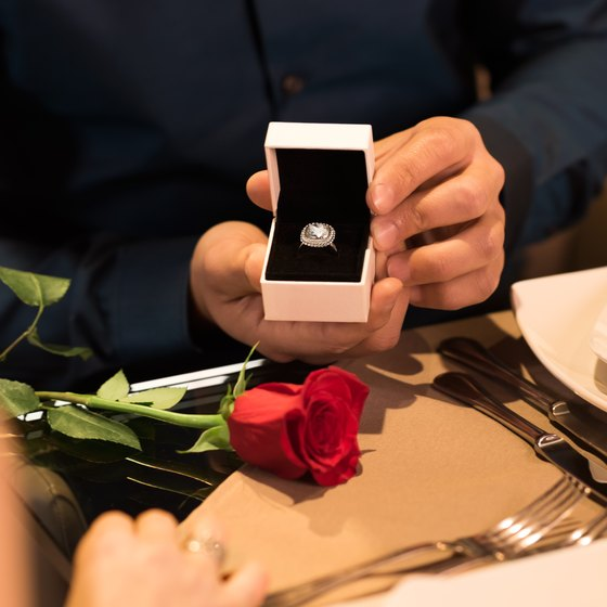 Ways to Propose Marriage at a Restaurant
