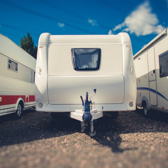 How to Tighten an Axle Nut on a Travel Trailer