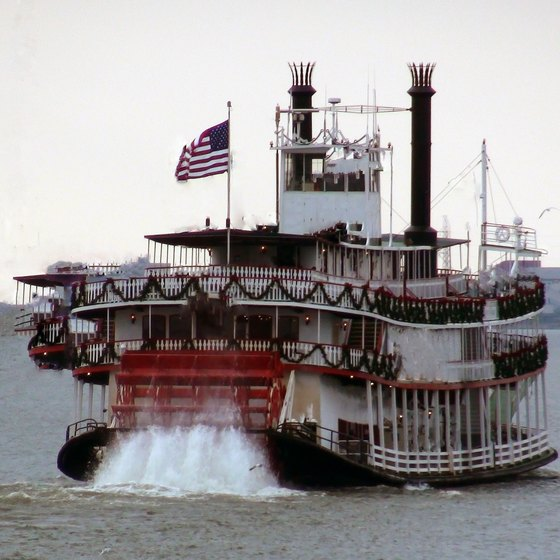 Riverboat Cruises in Iowa and Mississippi