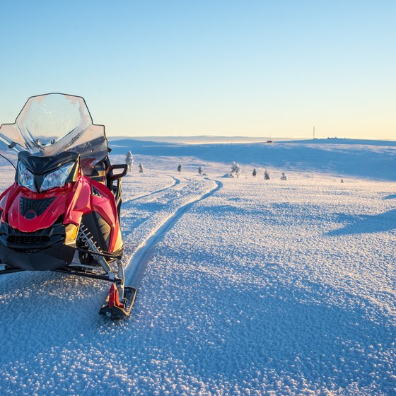 The Best Winter Snow Vacations for a Snowmobile