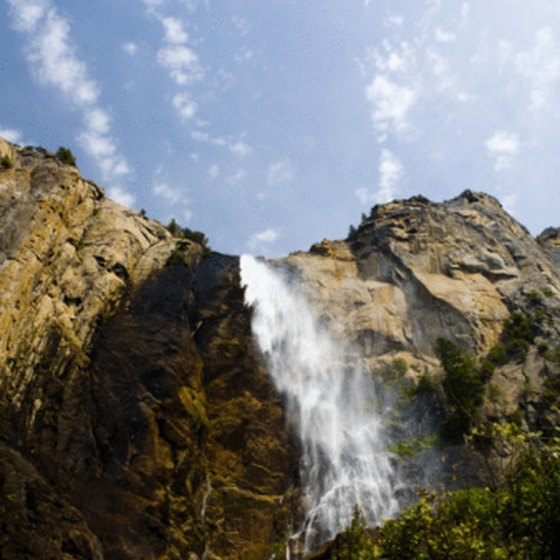 Yosemite National Parks offers plenty of scenic beauty.