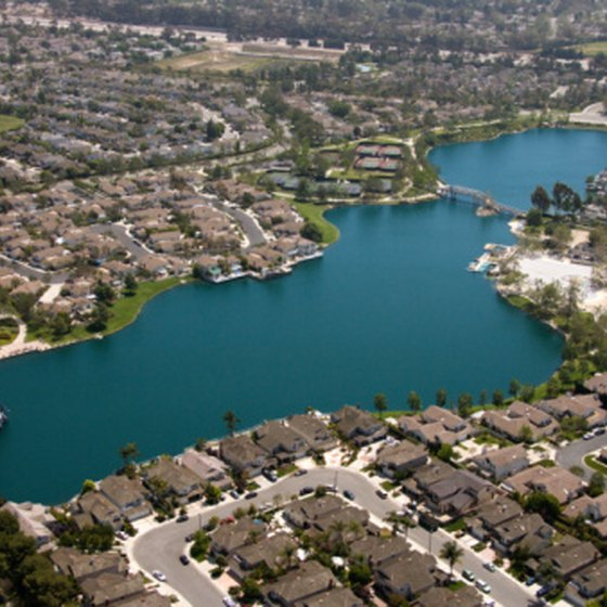 Many lakes in Southern California offers camping facilities.