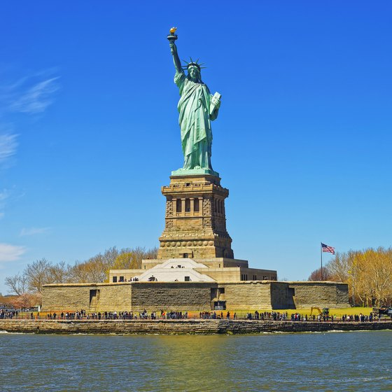 how to travel to the statue of liberty usa today