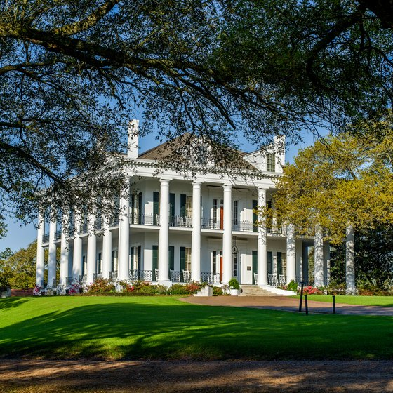 Historic southern plantation homes usa today for Plantation home builders