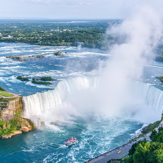 How to Go to Niagara by Bus From Mississauga