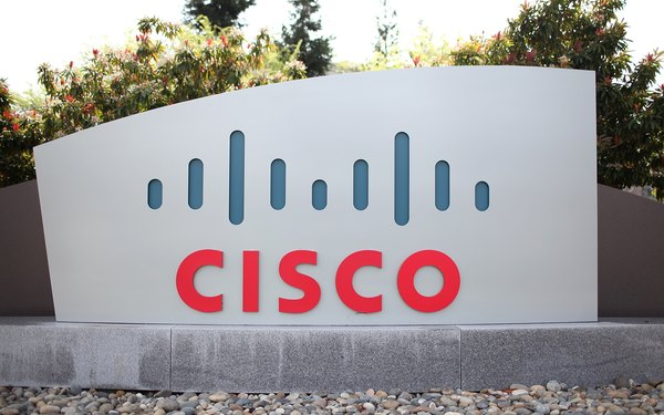 El conmutador Cisco Catalyst 2960 provee funcionalidades de red.