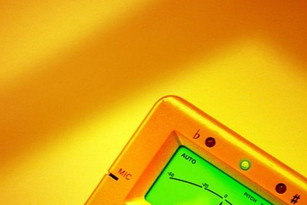 Los sintonizadores también se pueden utilizar para generar tonos de referencia para que el músico pueda afinar.