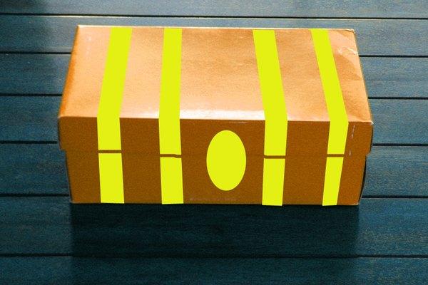 Cómo hacer un cofre del tesoro con una caja de zapatos.