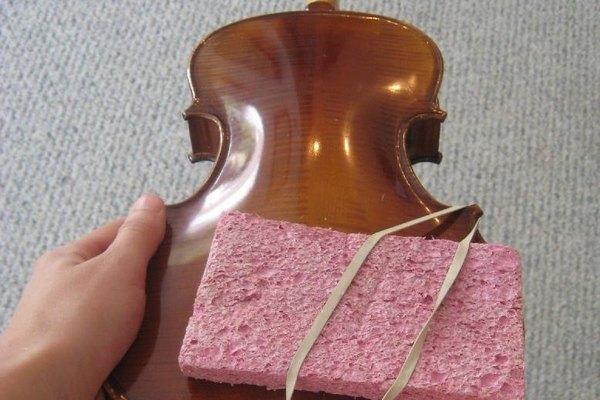 La mayoría de violinistas prefieren tener algún tipo de apoyo para su instrumento.