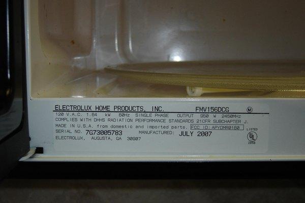 La potencia de un microondas debe aparecer en la etiqueta de información del producto.