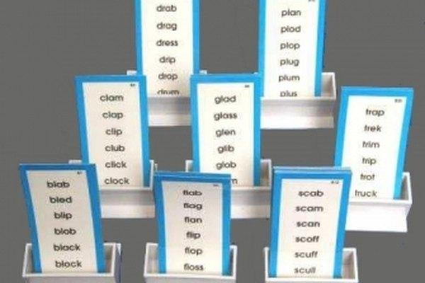 Las listas de palabras ayudan a los niños a asociar palabras con las mismas anomalías, por lo que la lectura de fonogramas se hace más fácil.