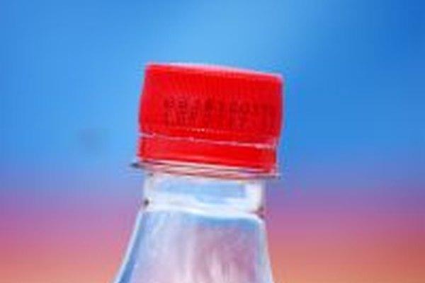 Manualidades con botellas de plástico de gaseosas.