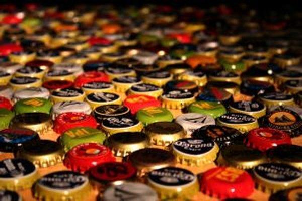 Puedes almacenar tapas de cerveza y convertirlas en algo útil.
