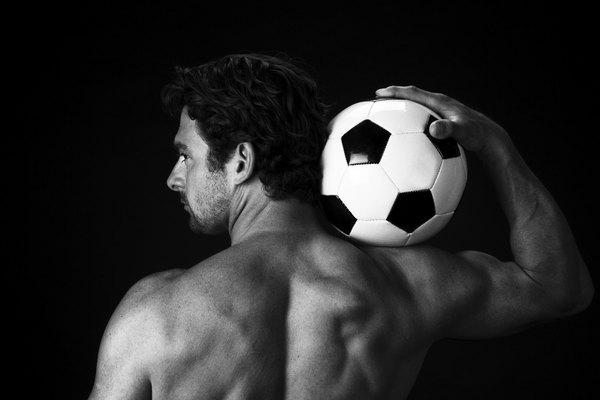 El fútbol implica una gran activación muscular y de articulaciones.