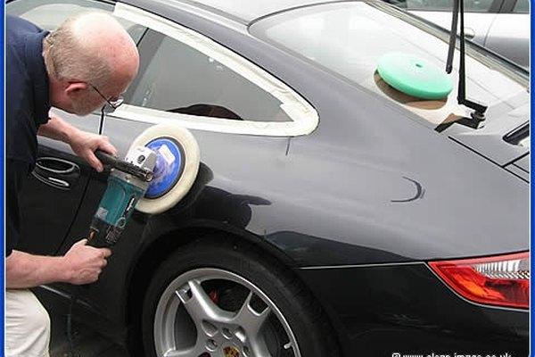 Pulir tu coche tomará tiempo y paciencia.