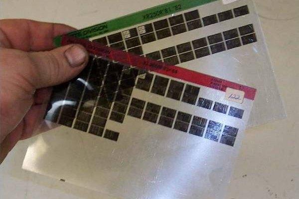Las microfichas presentan imagenes muy pequeñas.