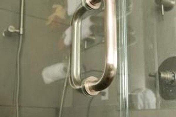Solo se puede cortar el vidrio templado por alguien con experiencia y el equipamiento adecuado.