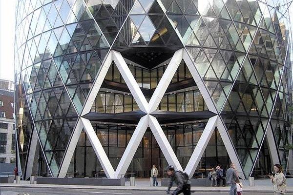 Se puede considerar elegante o monstruoso, pero el Tardo Modernismo (High-Tech) se ha convertido en un importante estilo arquitectónico y de decoración del siglo XXI.