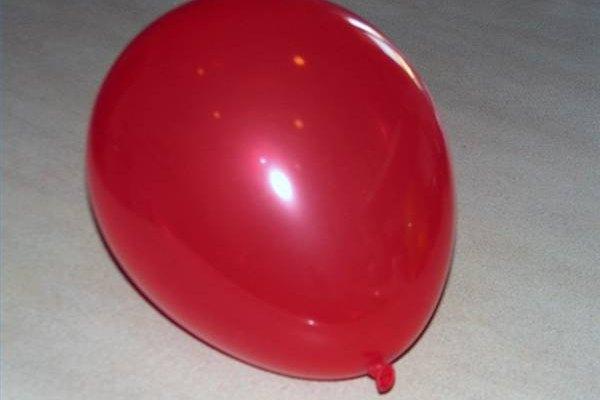 El globo será la base de tu piñata.