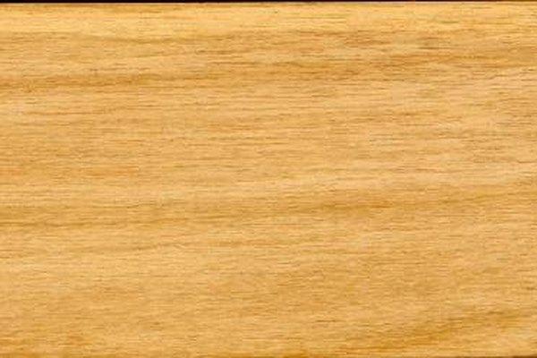 Las chapas decorativas se producen al cortar o pelar los troncos seleccionados.