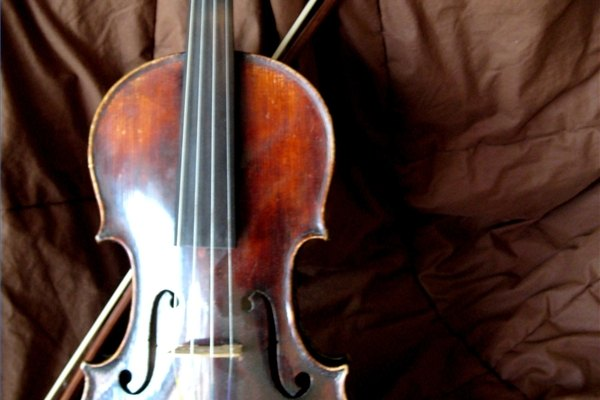 El violín es un instrumento que ha inspirado grandes obras de arte visual, así como la composición.