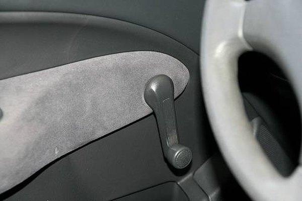 Manivela de la ventanilla de un auto.
