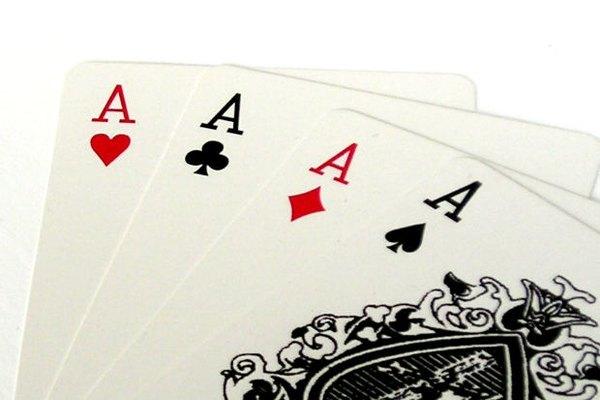 Hay muchas versiones sobre la historia de las cartas.