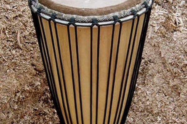 El bougarabou se toca con un solo tambor.