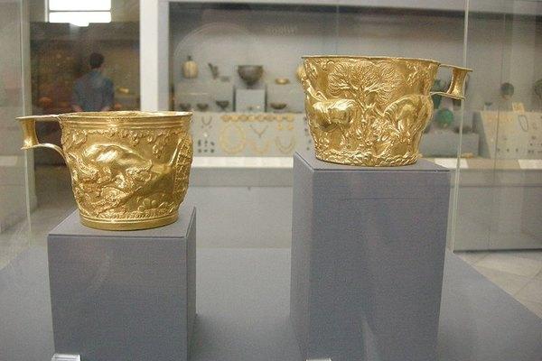 El arte del metal acompañó objetos decorativos y también útiles.