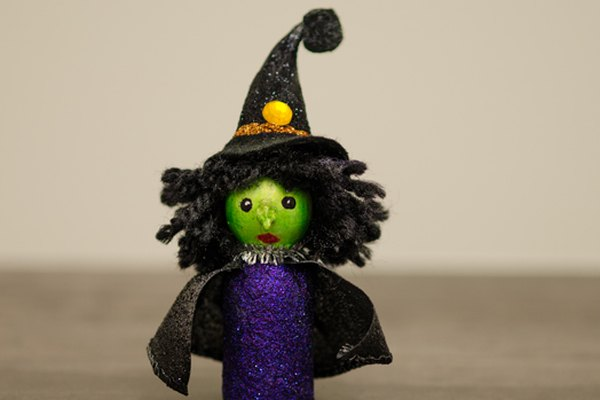 Halloween peg people: witch