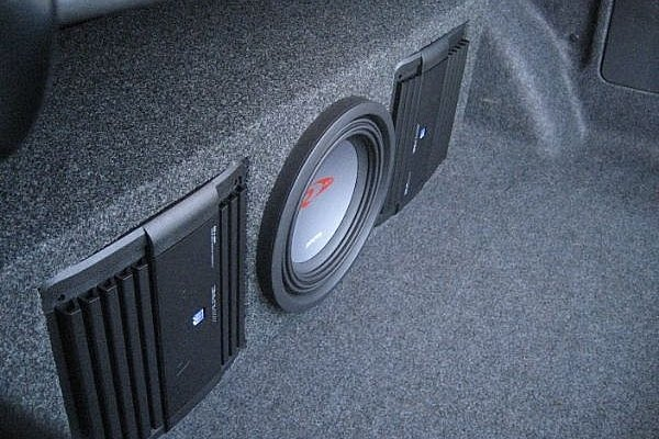 How do you hook up car amplifier
