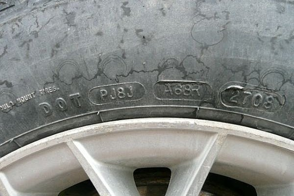 This tire was manufactured during the 27th week of 2008. (click on the image to enlarge)