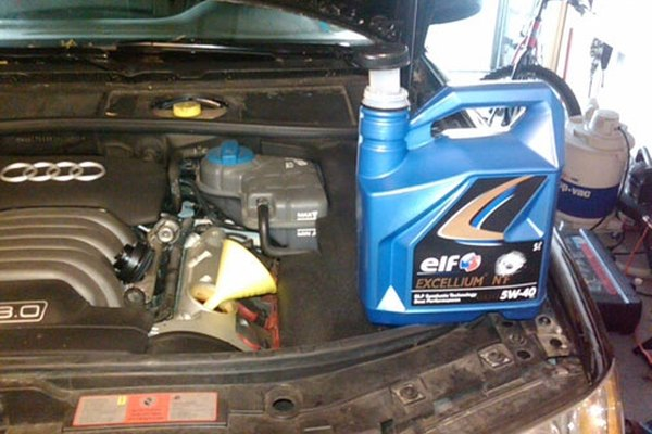 Audi Oil Change with 5w40 synthetic motor oil