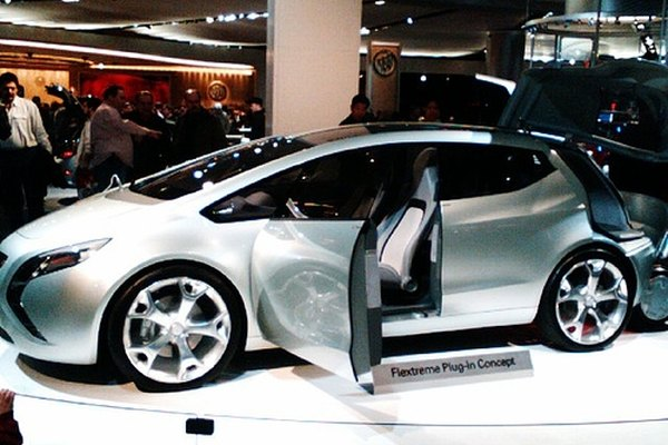 A Saturn concept car on display at an automotive convention