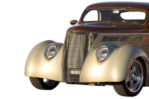 1938 and 1939 Chevrolets came in sporty coupe and sedan styles.