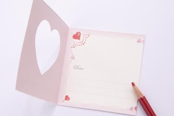 Online greeting cards can be sent to mobile phones quickly.