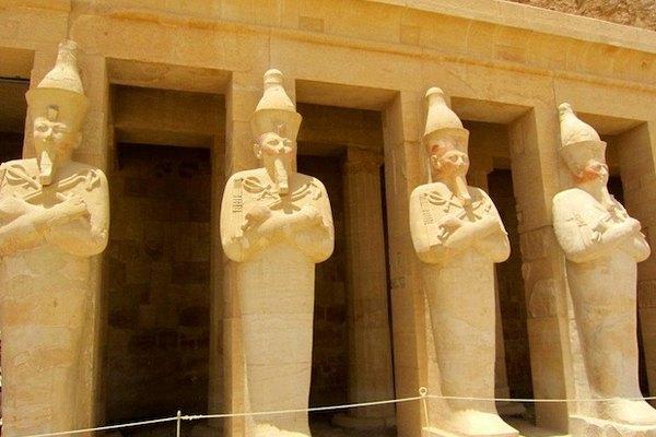 luxor statues