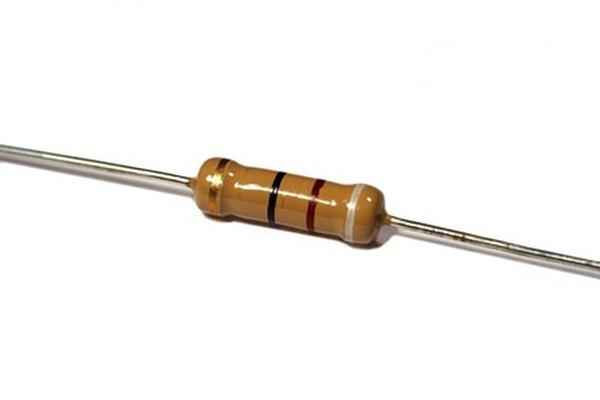 Las bandas en un resistor denotan su valor según el código de colores para resistores.
