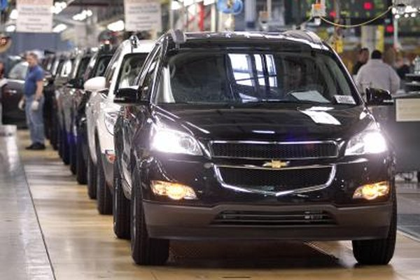 A 2009 Chevrolet Traverse rolls off the assembly line.