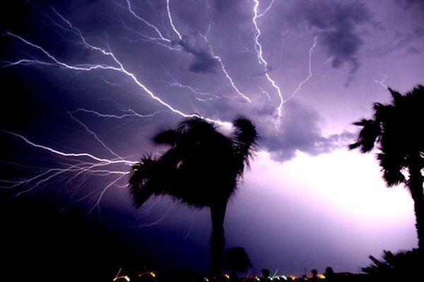 Aunque durante una tormenta se produce un espectáculo de luces, la turmalina es el único mineral conocido de la Tierra que tiene una carga eléctica constante.